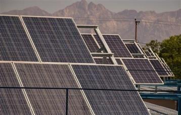 خبرنگاران بهره برداری از نیروگاه خورشیدی 9 کیلوواتی در تبریز