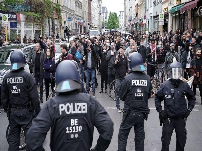 تظاهرات معترضان به محدودیت های قرنطینه در آلمان