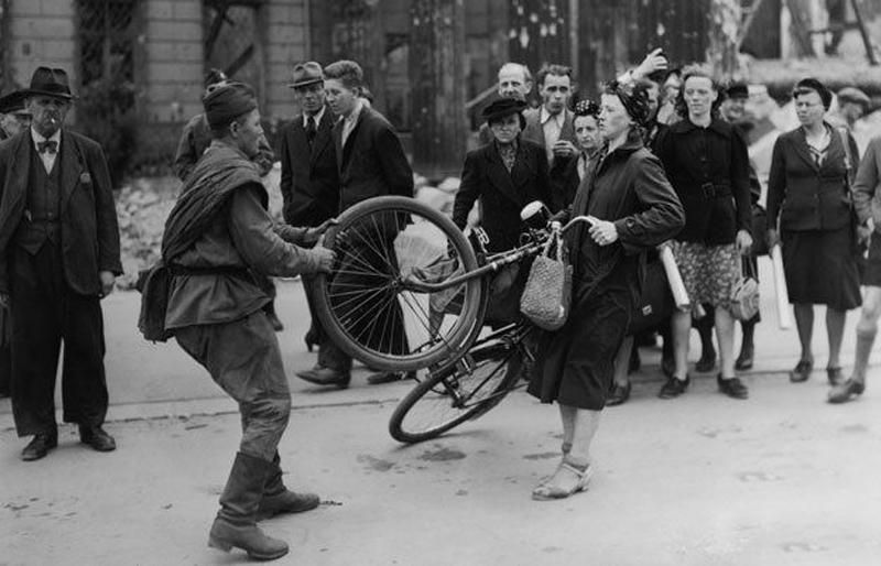 دوچرخه های مسروقه، سلاح مخفی هیتلر