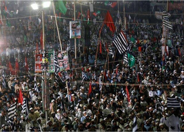 ده ها هزار پاکستانی خواهان برکناری عمران خان شدند